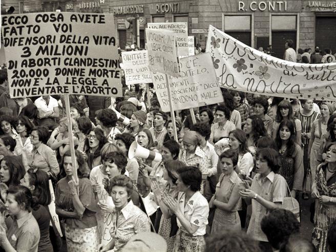 I 40 anni della legge sull'aborto (che ha dimezzato i casi)|Foto