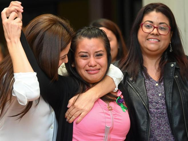 Partorì un bambino morto, Evelyn assolta dall'accusa di omicidio