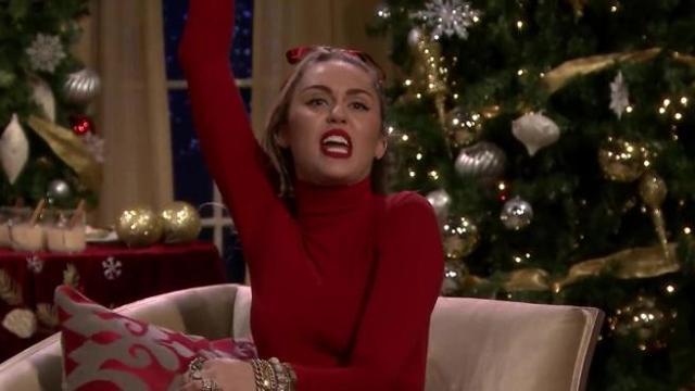 Babbo Natale Canzone.Caro Babbo Natale Voglio Parita Di Salario E Niente Palpate Sul