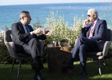 L'incontro tra Draghi e Biden al G7 davanti alla spiaggia di Corbis Bay